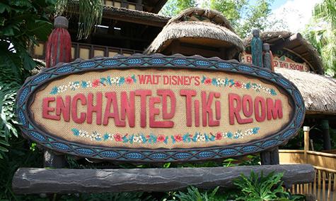 tiki01 Walt Disneys Enchanted Tiki Room   Ein halbes Jahrhundert Feiern mit José, Michael, Pierre und Fritz
