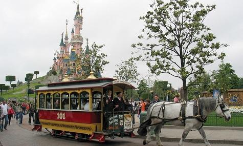 Das weltbekannte Schloss im Pariser Disneyland.