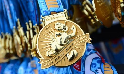 Auch Halb-Marathon-Läufer bekamen eine typische Disney-Medaille