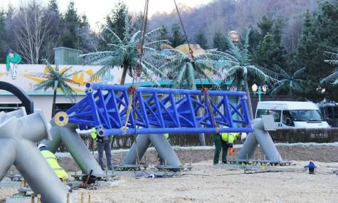Im Dezember 2013 wurde bei Minusgraden das erste Schienenstück installiert: Die Kurve nach dem First Drop