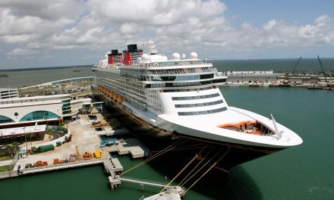 Das Flagschiff - die Disney Fantasy - im Hafen von Port Canaveral