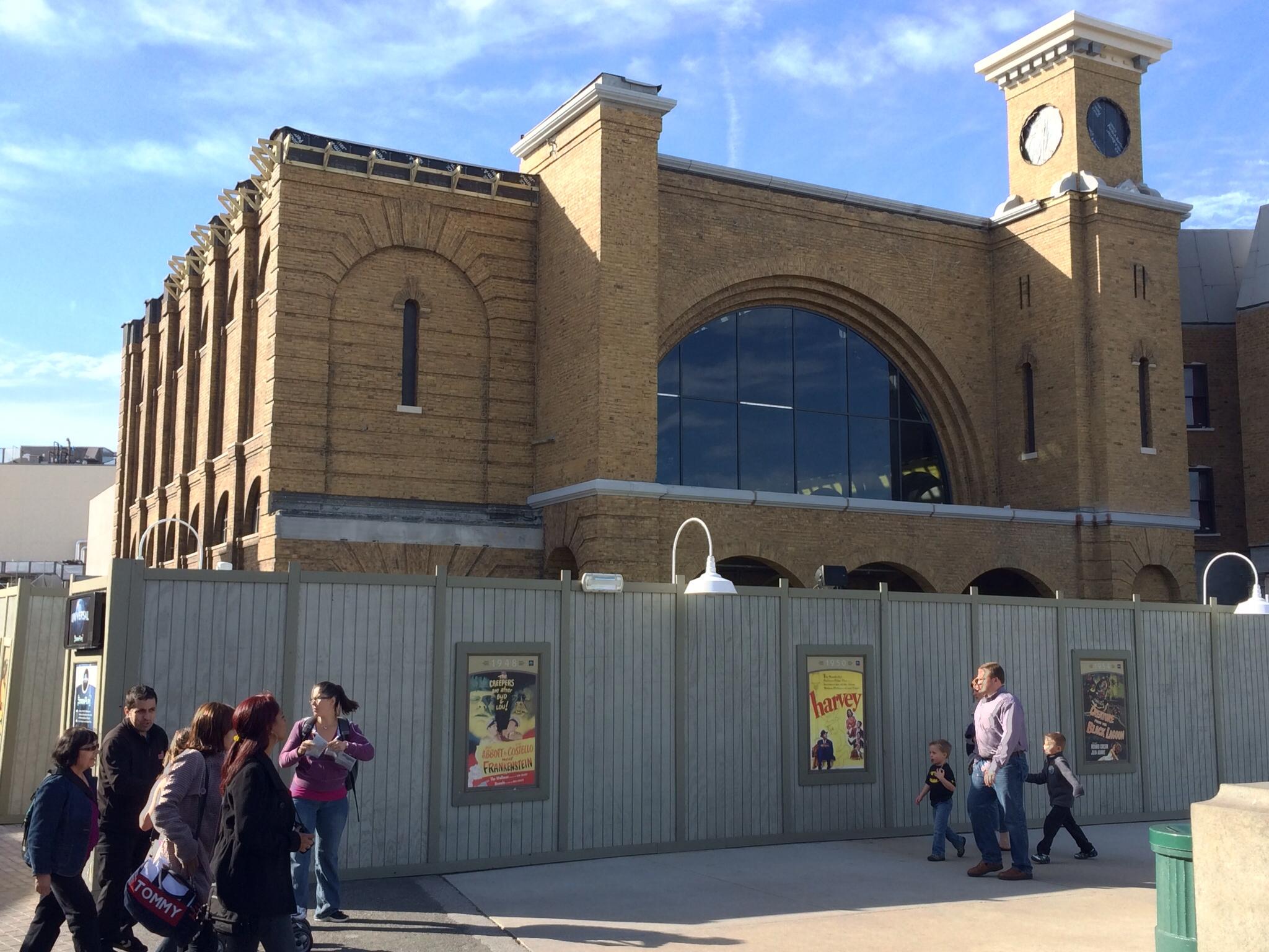 Ein Nachbau des Londoner Bahnhofs King's Cross bildet den Eingang für den Hogwarts Express