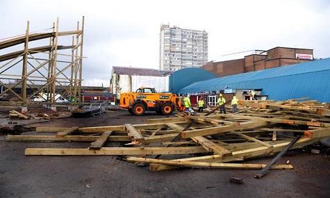 Auf der Baustelle herrscht nach einem verherrenden Sturm Chaos