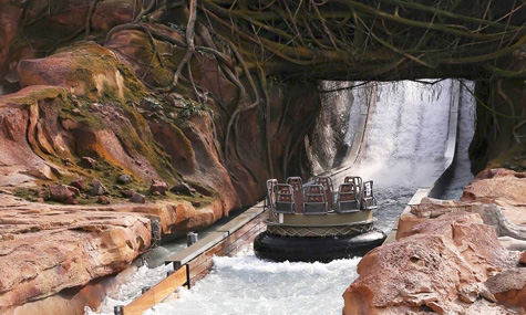 Roaring Rapids heißt die Wasserbahn welche sich im Themenbereich Adventure Isle befindet