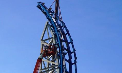 Blauer Himmel und die weltweiten Baustellen kommen gut voran - wie hier bei Pulsar in Walibi Belgium